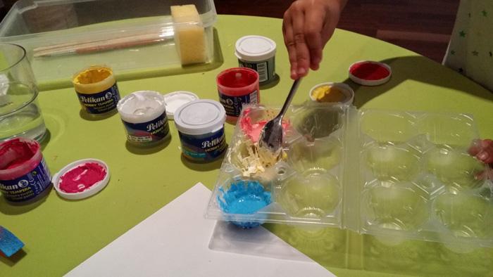 manualitats amb nens pintura