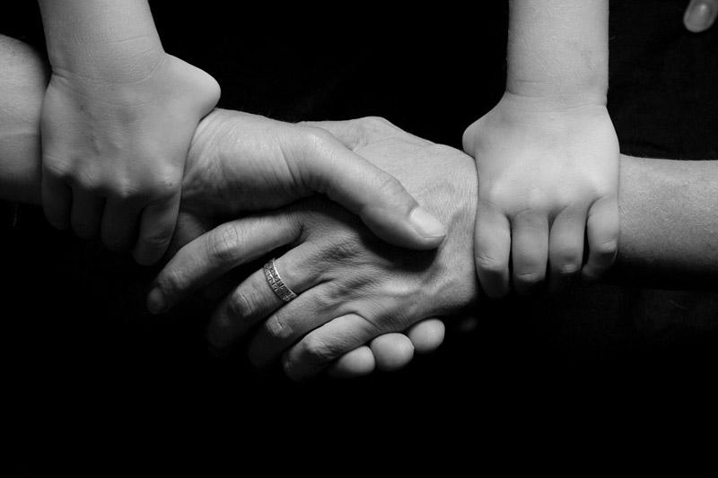 manos conectadas disciplina positiva